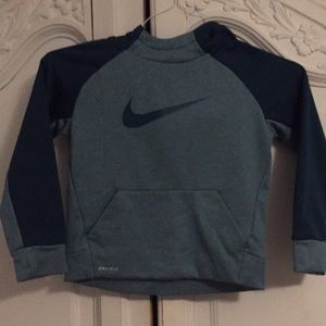 Nike therma fit hoodie two tone like new